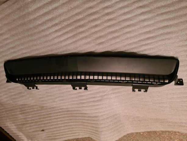 Нижняя решетка переднего бампера Dodge Challenger 2012 3.6