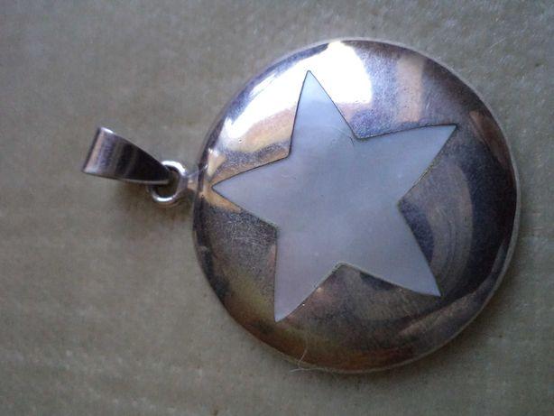 Zawieszka srebrna z gwiazdką z  masy perłowej
