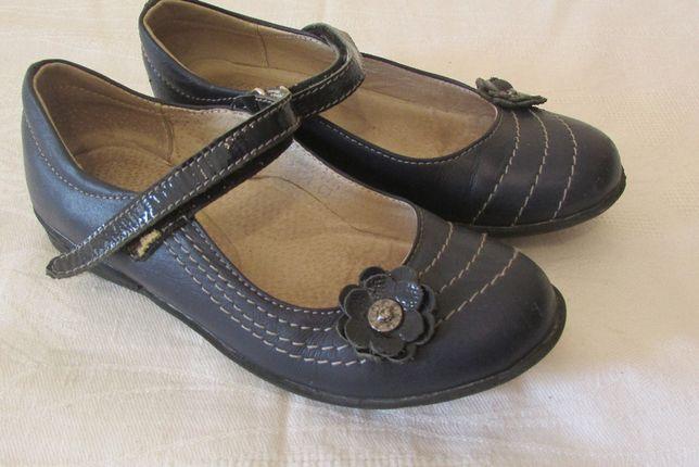 Продам модельные кожаные туфли р.28 темно-синего цвета