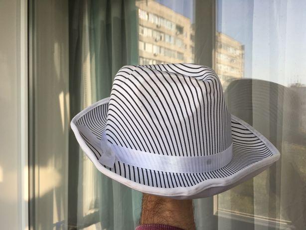 Шляпа черная и белая