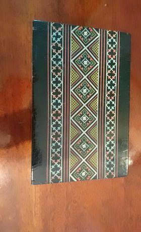 Антикварная деревянная шкатулка