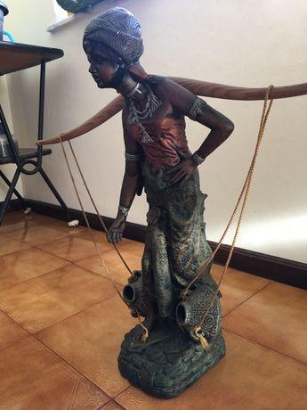 Estátua mulher africana