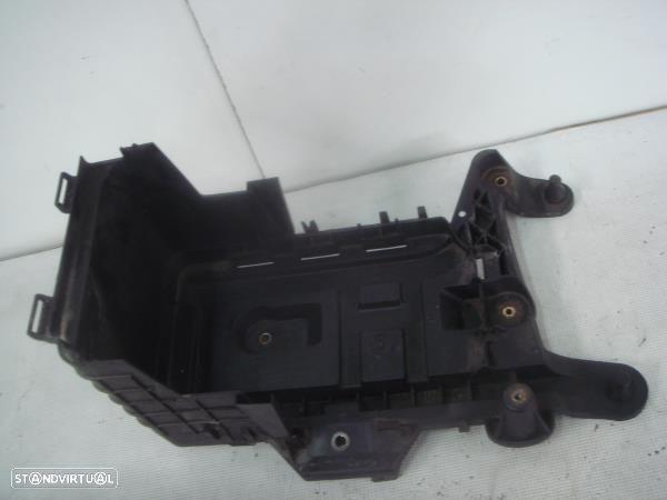 Caixa De Alujamento De Bateria Volkswagen Passat (3C2)