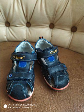 Продам босоніжки Clibee