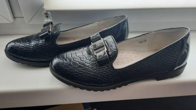 Продам дівчачі туфлі