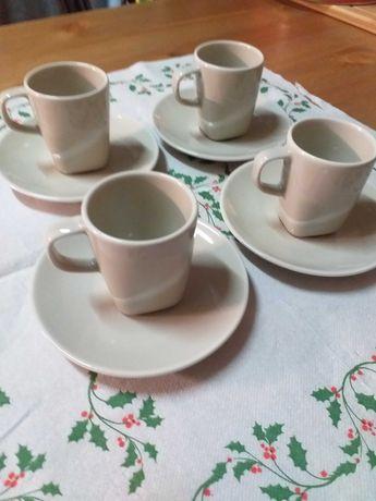 Chávenas e canecas de café e chá  variadas.Estado novo