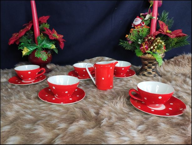 Zestaw porcelanowy czerwony w białe kropki