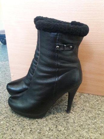 Кожаные сапоги ботинки на цигейке