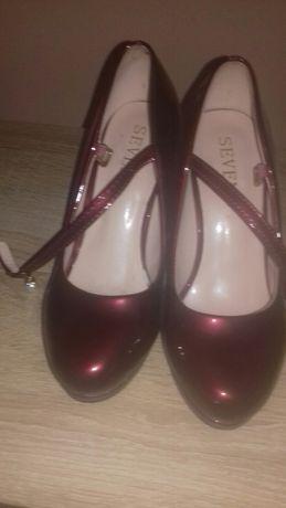 Продам туфлі нові