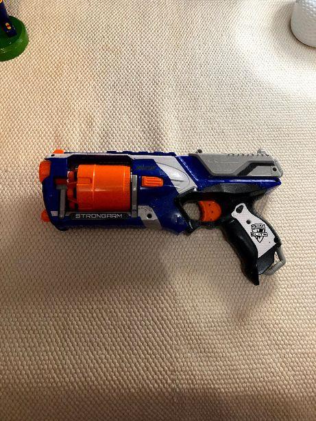 Nerf elite strongarm pistolet na piankowe naboje