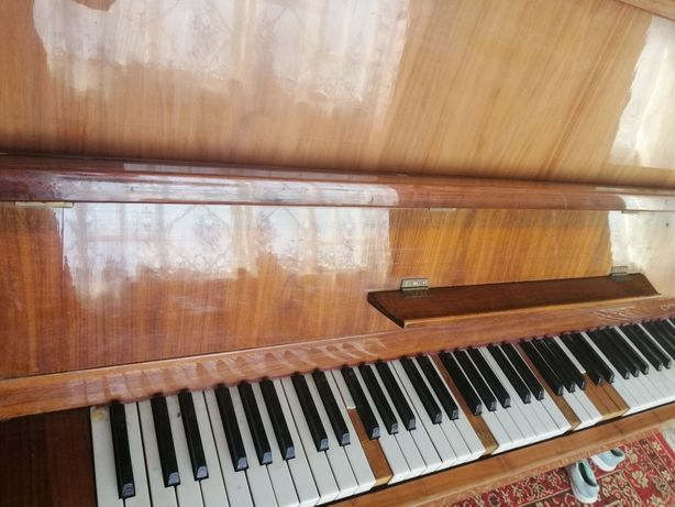 Продам піаніно Україна
