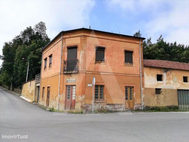 Moradia para reconstruir em Aguada de Baixo!