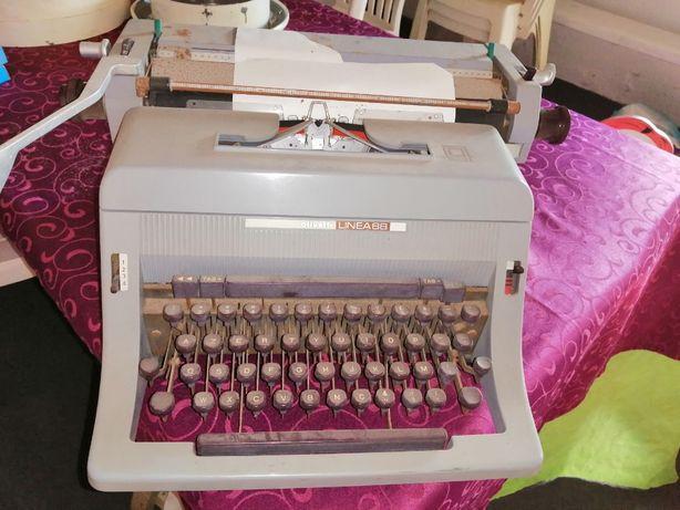 Máquina de escrever Oliveti 88