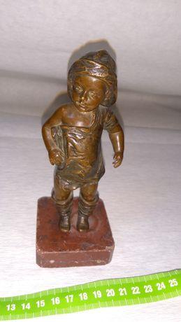 """Figurka z brązu """"Chłopiec """" w cenie 2600 zł"""