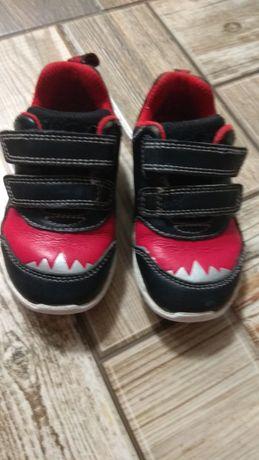 Кожаные кроссовки clarks