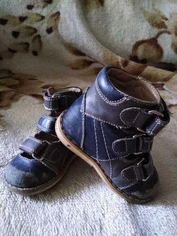 Дитяче ортопедичне взуття