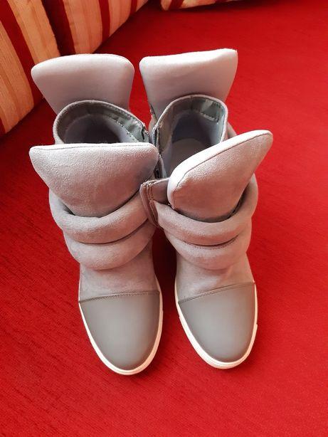 Продам ботинки сникерсы