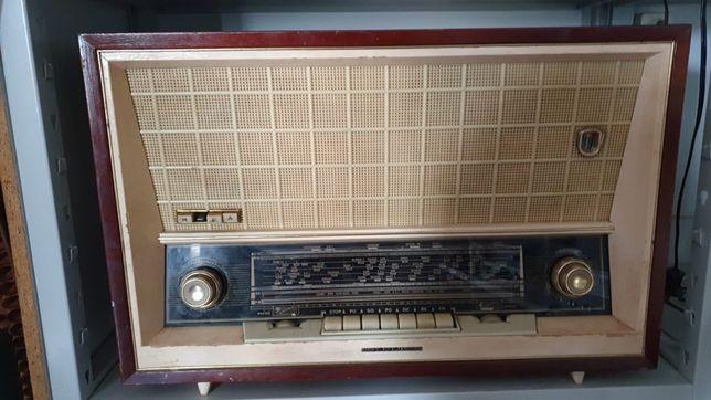 "Rádio antigo ""Ribet Desjardins"""
