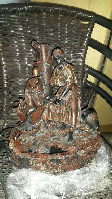 Figurka z lejacą wodą
