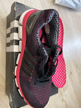 Кроссовки женские Adidas в отличнейшем состоянии  (24 см )