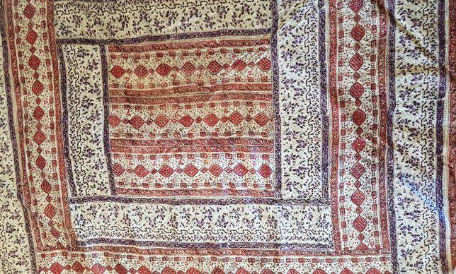 Colcha, ou toalha de jantar, em seda indiana forrada, muito bonita.