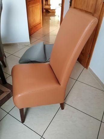 Krzesła z pokrowcami