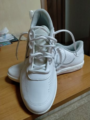 Продам белые кросовки