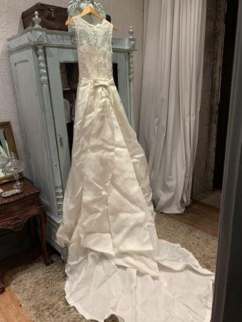 Vestido Noiva Rosa Clará+ saiote+ véu