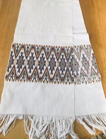 Белый винтажный вышитый рушник ручной работы