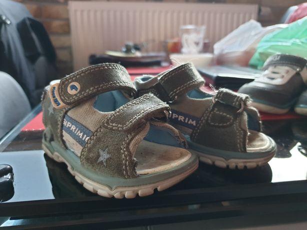 Buty i sandały Primigi