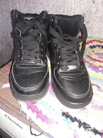 Продам кроссовки.