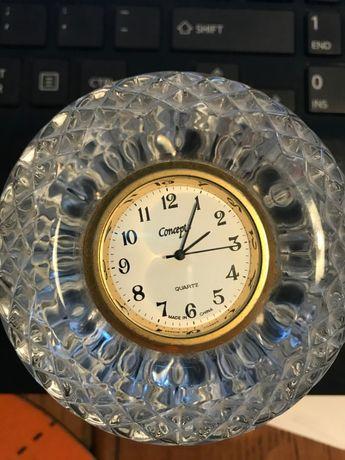 Relógio com base em cristal
