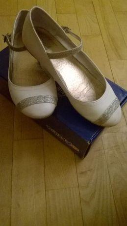 Śliczne, lekkie baleriny białe MAYORAL r.32