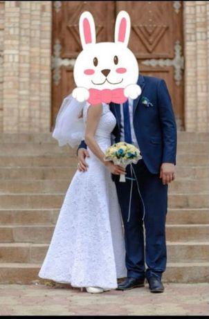 Чудова весільна сукня