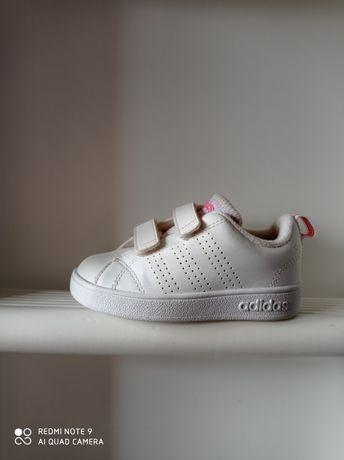 Adidas Neo r. 23