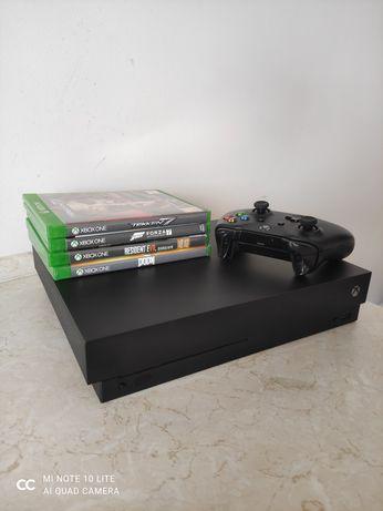 Sprzedam Xbox One X + pad + 4 gry.