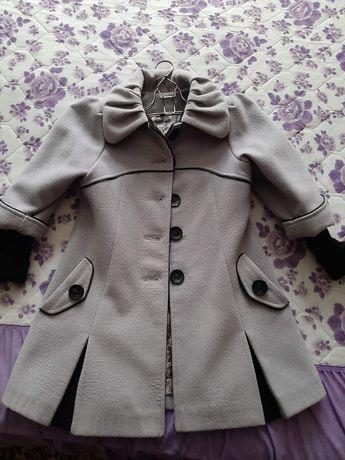 Продам пальто для девочки