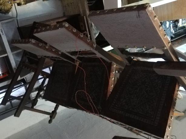 Cadeiras de mesa em couro de bom estado e  outras diferentes