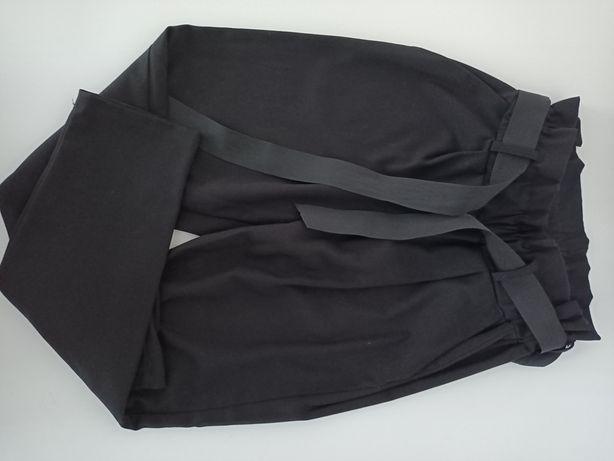 Spodnie damskie w kolorze czarnym.