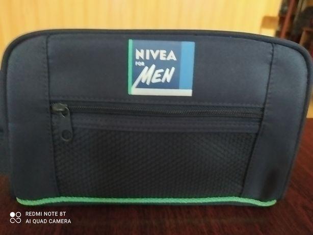 Saszetka na kosmetyki męska Nivea + mała saszetka