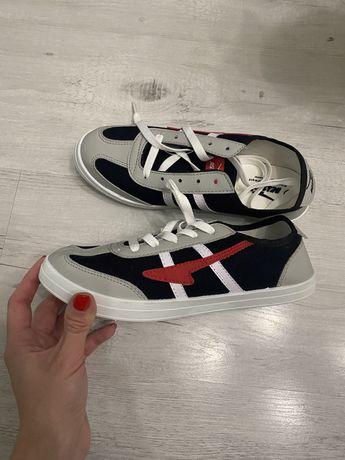 Продам новые,подростковые кеды,кроссовки 38 размера