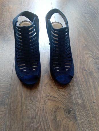 Sandałki na obcasie r 39