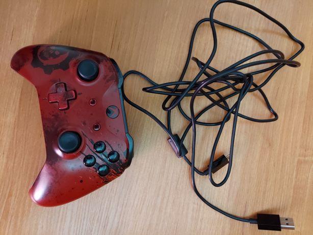 Sprzedam pada od Xbox one gears.