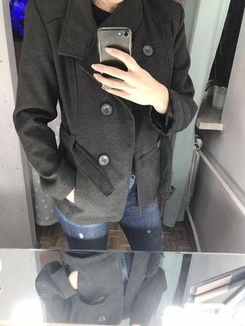 Krótki płaszczyk z paskiem