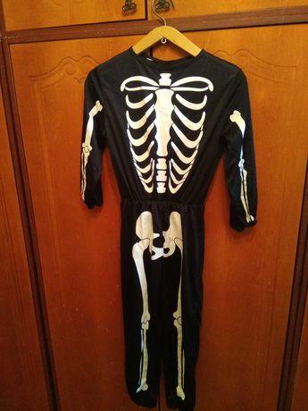 Продам карнавальный костюм для мальчика.