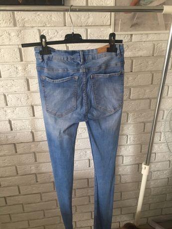 Spodnie zara z dziurami