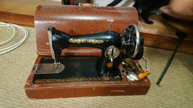 Швейная машина в рабочем состоянии