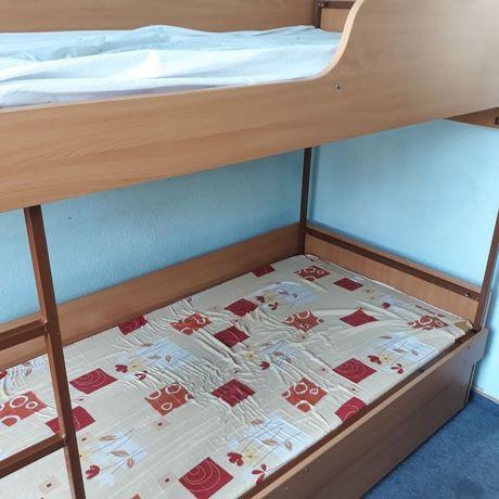Łóżka piętrowe konstrukcja metalowa plus 2 materace
