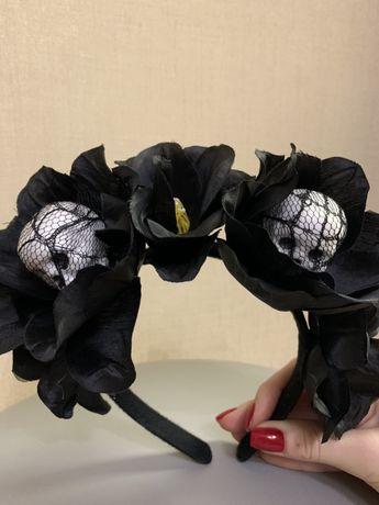 Венок из черных роз