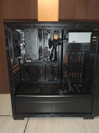 Komputer do gier lub pracy biurowej